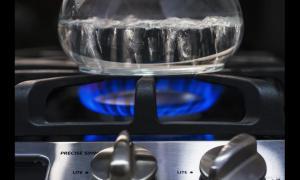 在关天然气时,应该先关燃气灶还是先关阀门?很多人都不知道
