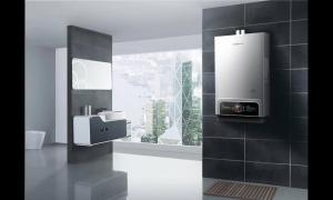 家里装修到底热水器装燃气还是用电的?听听老电工员的解说