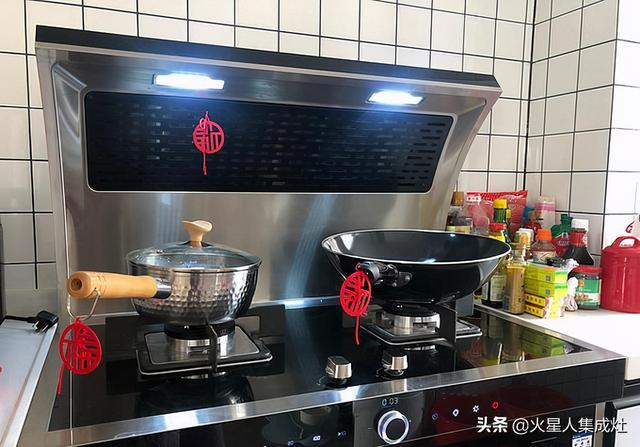 集成灶厨房案例:一个厨房两种设计,配上隐藏推拉门太绝了